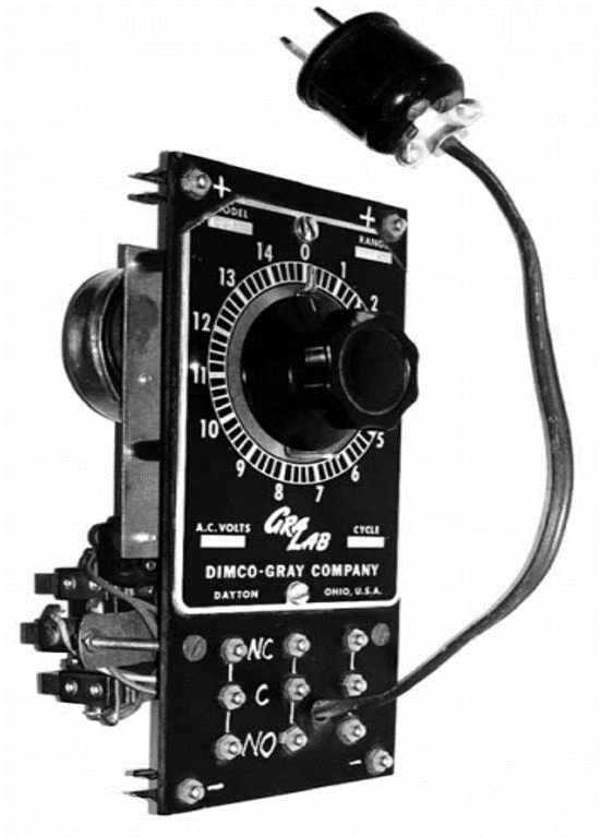 Figure 2. A Bakelite panel with a GraLab timer. The state of the contacts in an electromagnetic relay in the back of the panel changed when the timer was activated and deactivated. The coil in the relay and the motor of the timer worked with 110-120 V AC. Below the dial, a series of snap studs connected to the contacts of the relay, were used for connecting other devices using snap leads. The connectors in the upper and lower sections of the panel (marked + and -) were used for connection with rods in the relay rack.